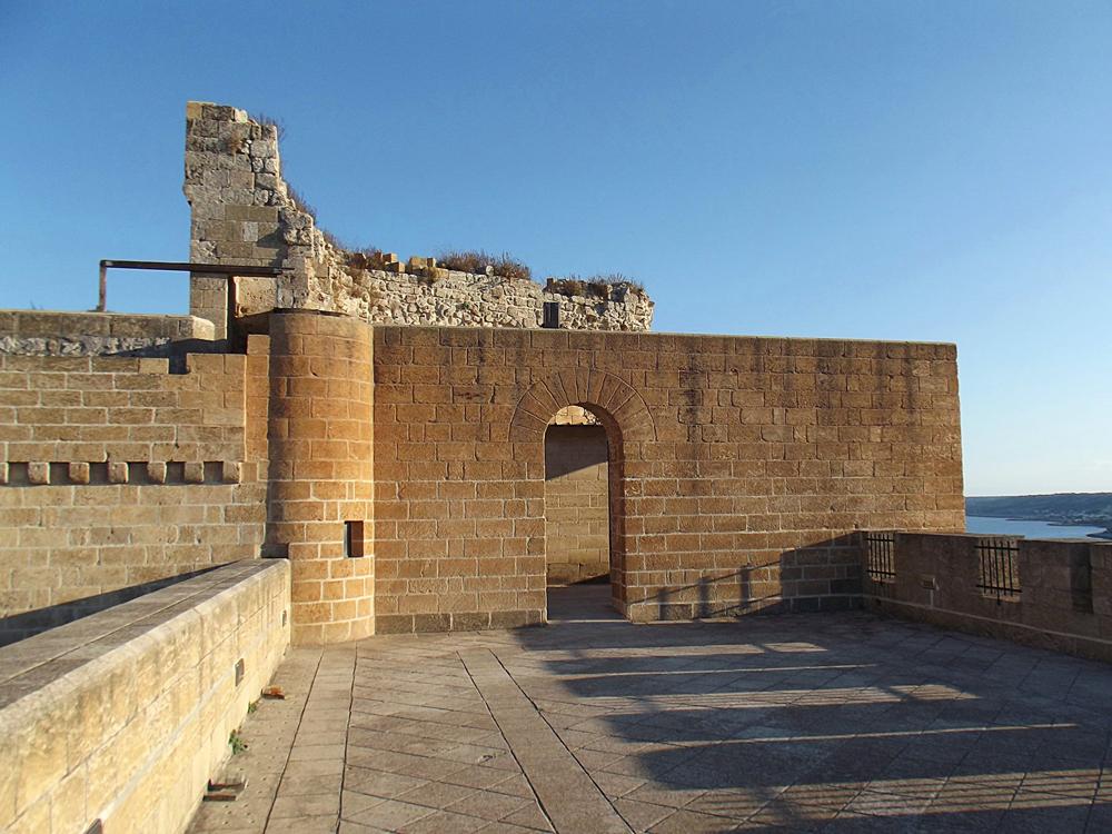 castello di Castro (foto M. Piccinni)
