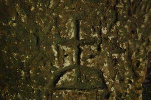 """Croce incisa sulla parete Occidentale del """"Trappeto Grande"""""""