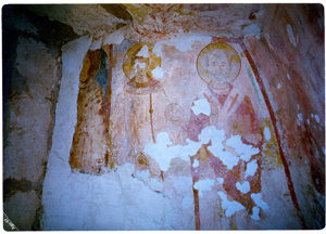 Ambiente interno della Cripta di Santa Marina. Da sinistra: Santa Caterina, Santo non identificato e San Nicola (foto: Luigi Marra).
