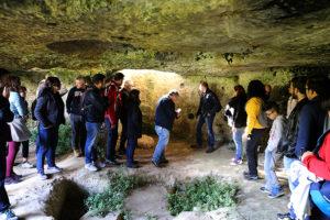 visita guidata all'interno dell'insediamento rupestre di Macurano