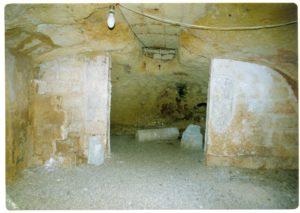 Ambiente interno della Cripta di Santa Marina prima dei lavori di restauro (foto: Luigi Marra).