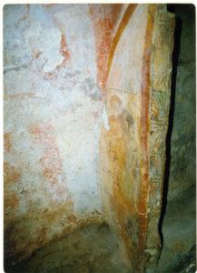 Ambiente interno della Cripta di Santa Marina. I Committenti (a destra) e l'Arcangelo Michele (foto: Luigi Marra).